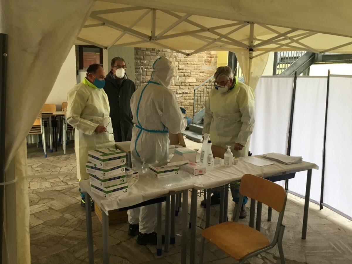 1 - Tamponi rapidi covid 19 scuola Media Redi da parte Misericordia Antella - 7 gen 2021 - foto Giornalista Franco Mariani (6)