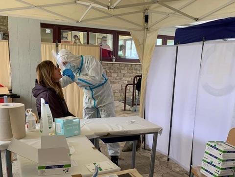 1 - Tamponi rapidi covid 19 scuola Media Redi da parte Misericordia Antella - 7 gen 2021 - foto Giornalista Franco Mariani (64)