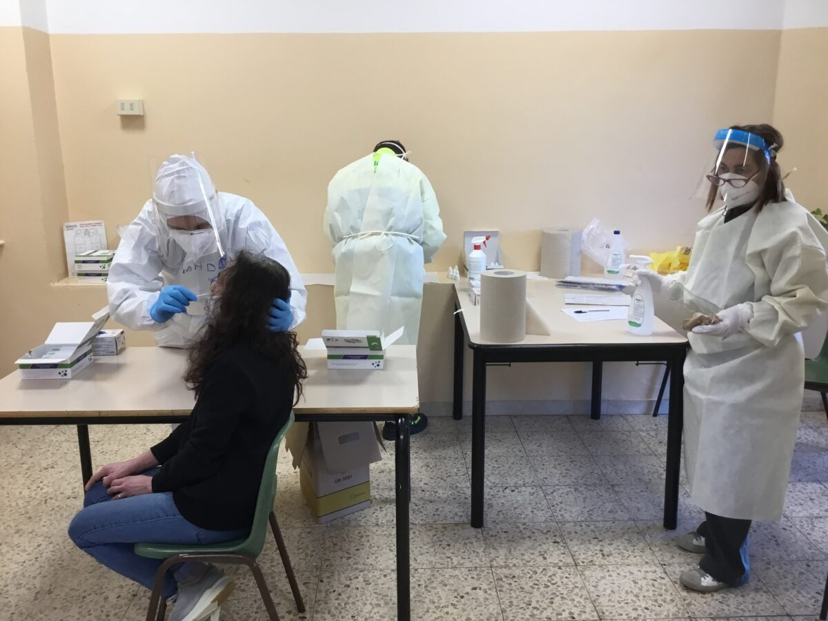 3 - Tamponi rapidi covid 19 scuola elementare da parte Misericordia Antella - 18 gen 2021 - foto Giornalista Franco Mariani (33)