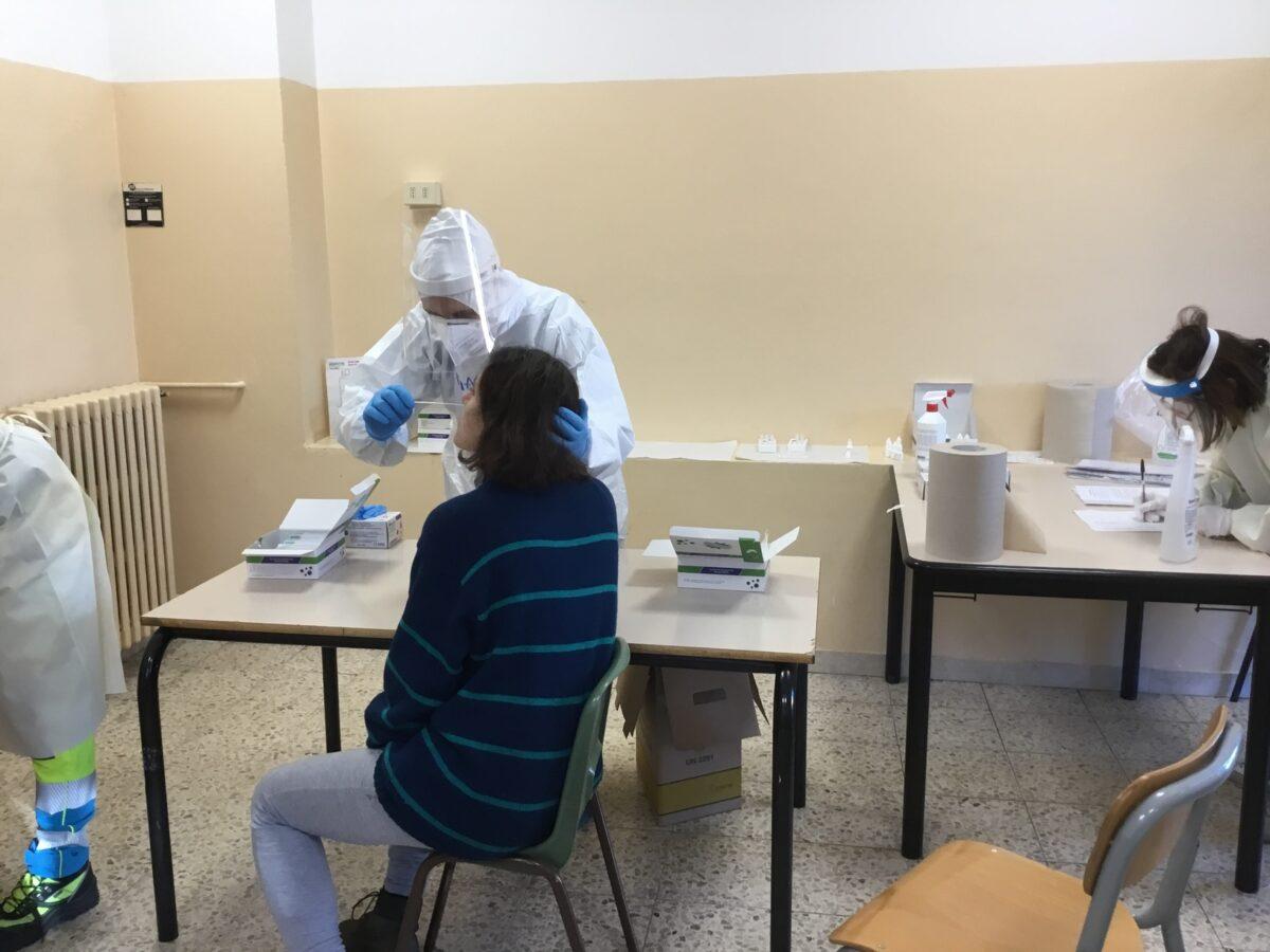3 - Tamponi rapidi covid 19 scuola elementare da parte Misericordia Antella - 18 gen 2021 - foto Giornalista Franco Mariani (34)