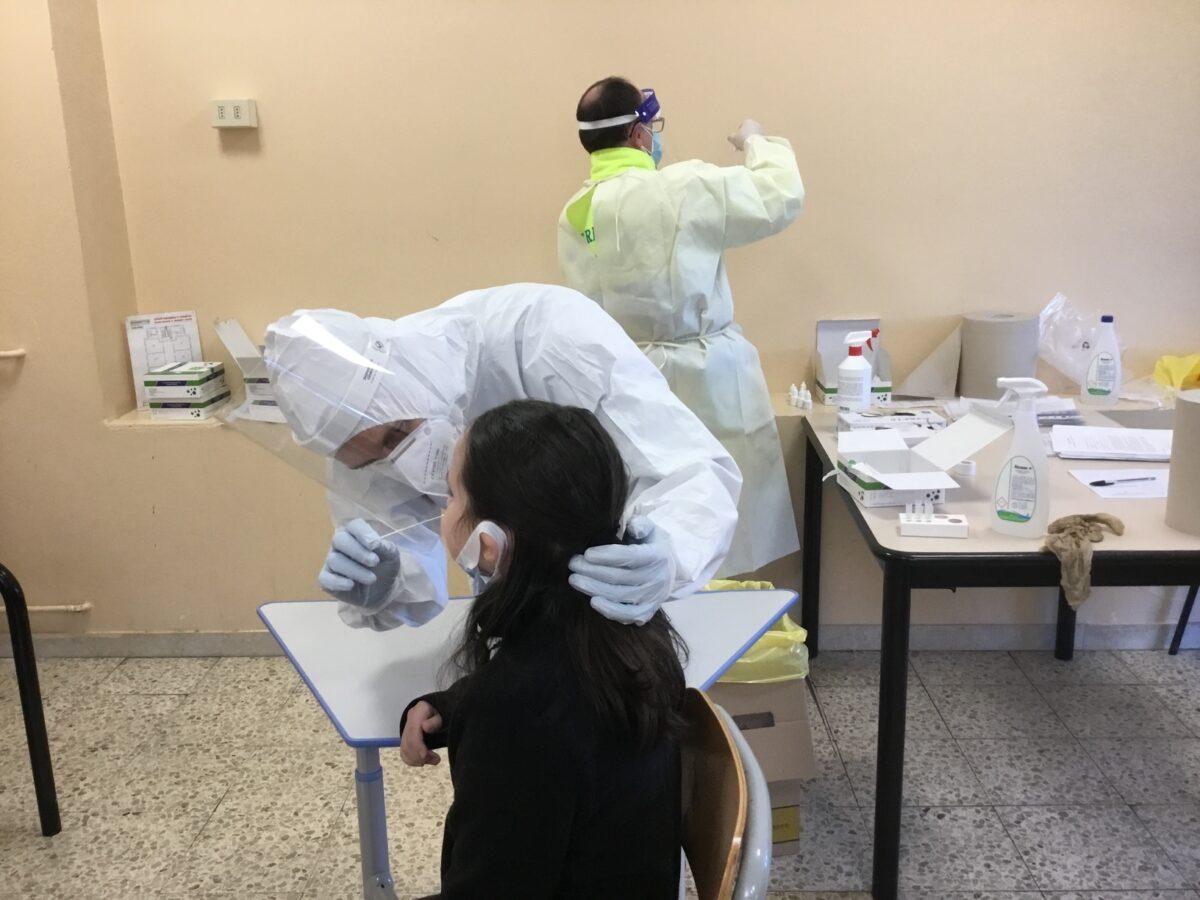 3 - Tamponi rapidi covid 19 scuola elementare da parte Misericordia Antella - 18 gen 2021 - foto Giornalista Franco Mariani (45)