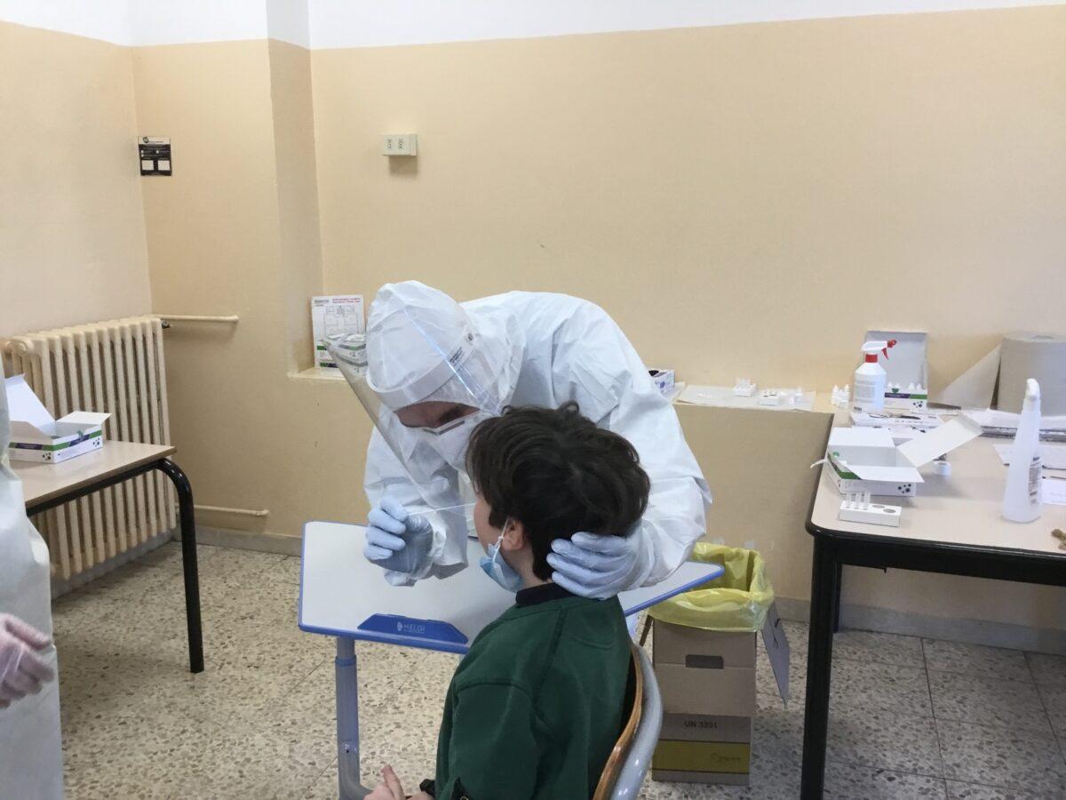 3 - Tamponi rapidi covid 19 scuola elementare da parte Misericordia Antella - 18 gen 2021 - foto Giornalista Franco Mariani (51)