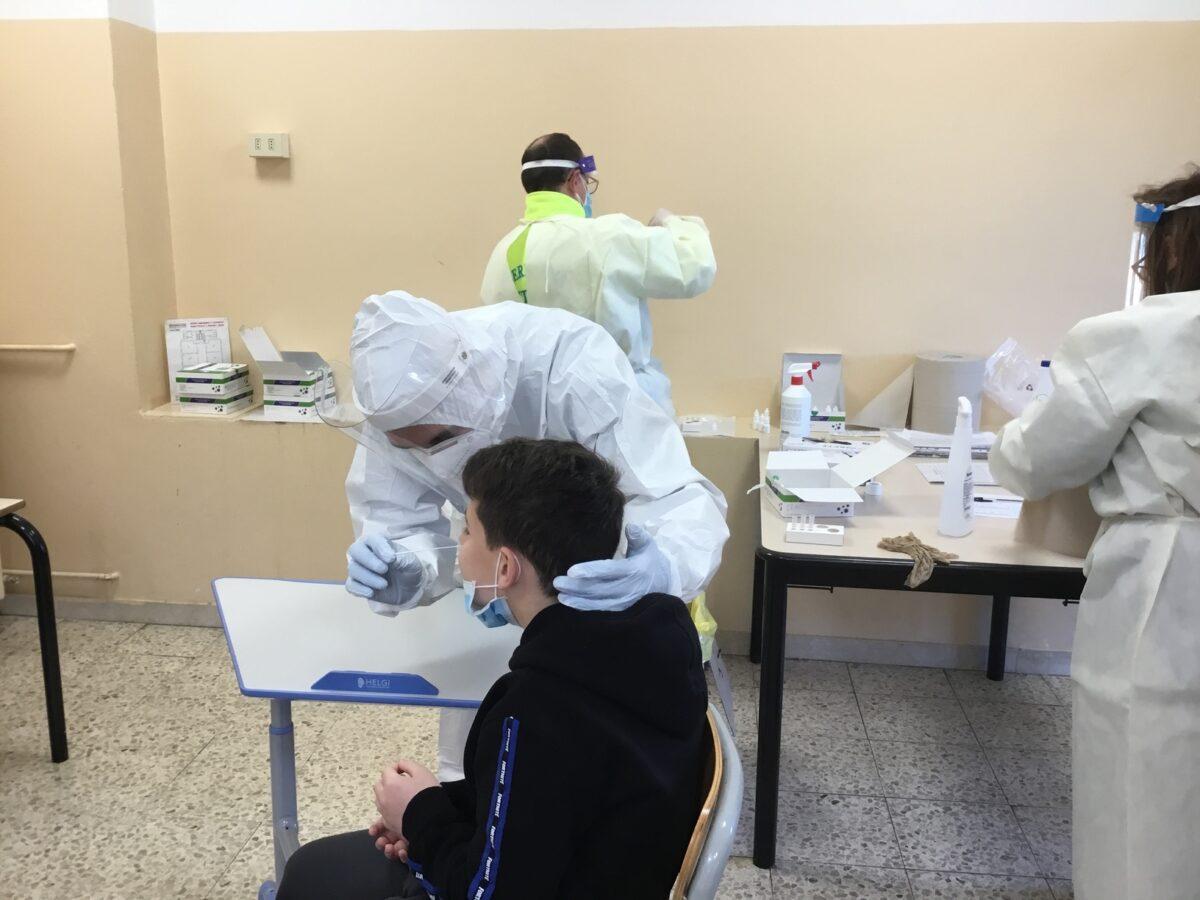 3 - Tamponi rapidi covid 19 scuola elementare da parte Misericordia Antella - 18 gen 2021 - foto Giornalista Franco Mariani (54)