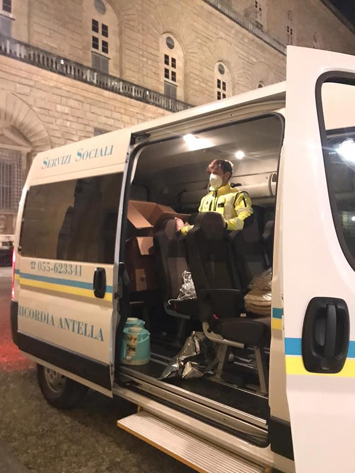 Volontari in servizio emergenza freddo poveri a Firenze notte Natale 2020 (3)