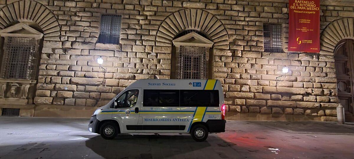 Volontari in servizio emergenza freddo poveri a Firenze notte Natale 2020 (4)